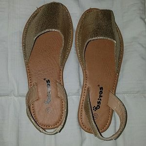 ec809a08722821 ositos Shoes - NWOT Little girl size 12 Pons look alike shoes